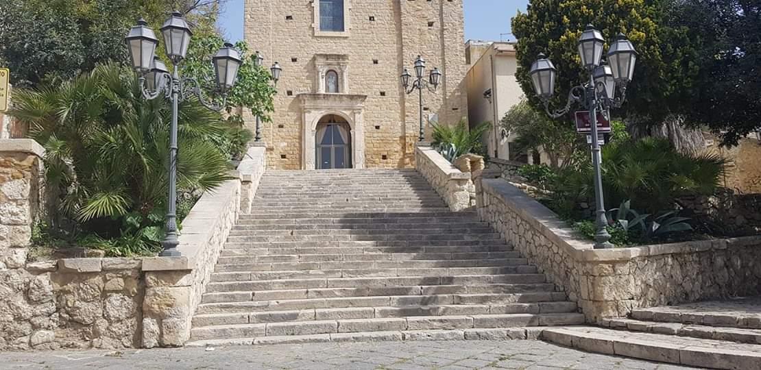 Scalinata chiesa del Carmelo